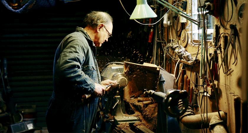 Cork closure being hand sawn